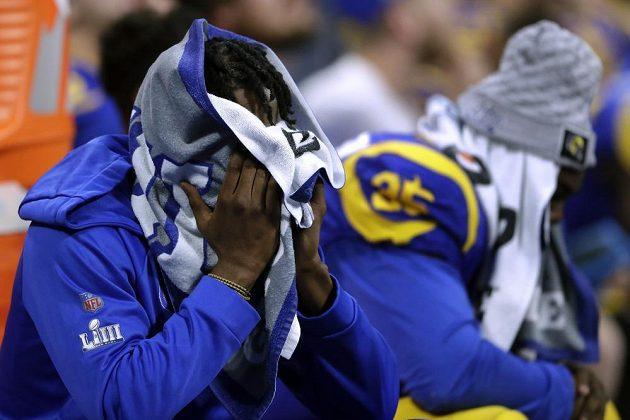 Konec snu. Hráči Los Angeles Rams musí zapomenout na slavný Super Bowl, podlehli týmu New England Patriots.