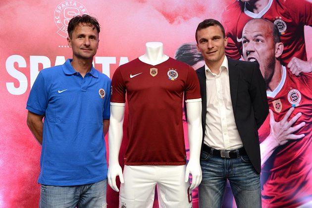 Kapitán Sparty David Lafata (vpravo) převzal žezlo od klubové legendy a dlouholetého kapitána Jiřího Novotného.