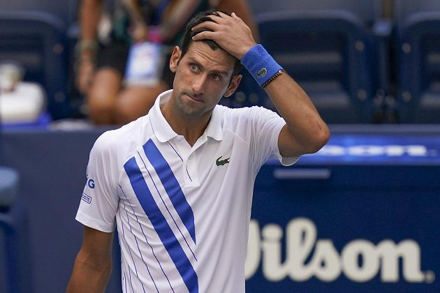Novak Djokovič byl z US Open vyloučen