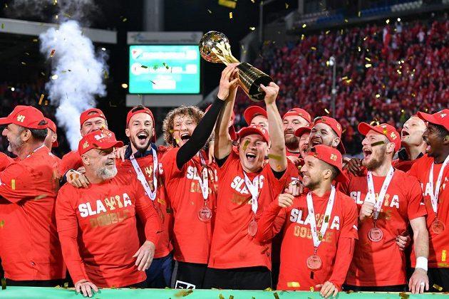 Triumf v MOL Cupu i zisk mistrovského titulu. Sen fotbalistů Slavie se stal skutečností.