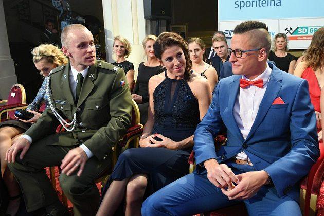 Jakub Vadlejch (vlevo) a Zuzana Hejnová (uprostřed) na slavnostním vyhlášení ankety Atlet roku.
