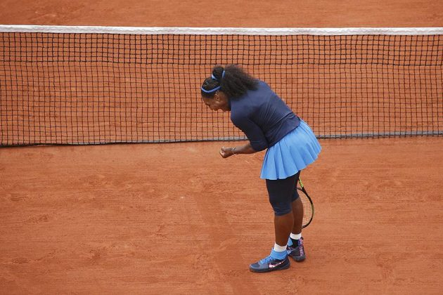 Vítězné gesto americké tenistky Sereny Williamsové v semifinále French Open.