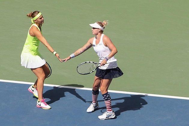 Lucie Šafářová a Bethanie Matteková-Sandsová ve finále debla na US Open.