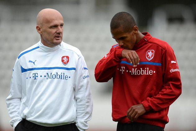 Trenér Michal Bílek (vlevo) a obránce Theodor Gebre Selassie na tréninku české fotbalové reprezentace.