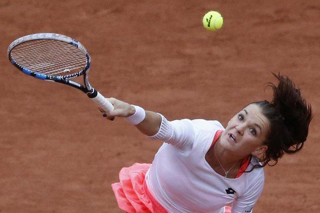 Polská tenistka Agnieszka Radwaňská v zápase se Světlanou Pironkovovou z Bulharska.