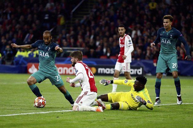 Lucas Moura (vlevo) vstřelil v odvetě semifinále Ligy mistrů Ajaxu tři góly a poslal Tottenham do finále.