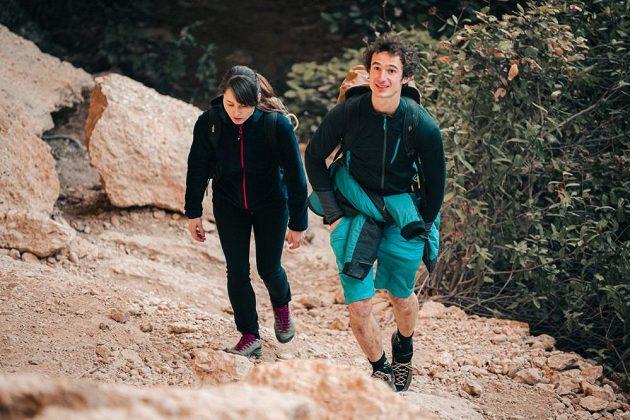 Adam Ondra s Ivou Vejmolovou ve španělské oblasti Margalef.