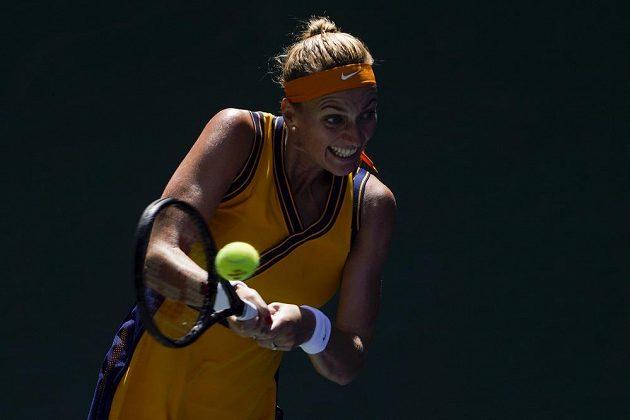 Tenistka Petra Kvitová vrací úder zápase 2. kola US Open proti Kristýně Plíškové.