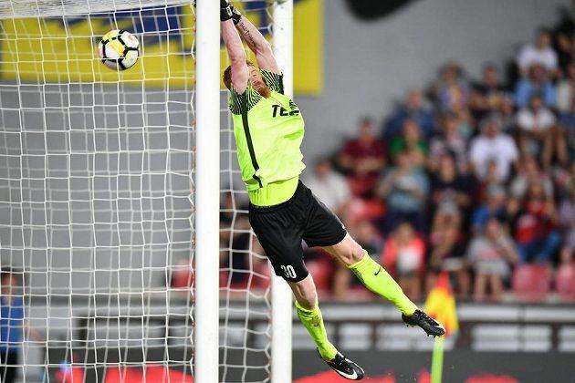 Jablonecký gólman Hrubý se marně sápal po míči, sparťan Stanciu poslal letenský tým do vedení.