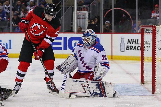 Henrik Lundqvist měl o zábavu v brance Rangers postaráno