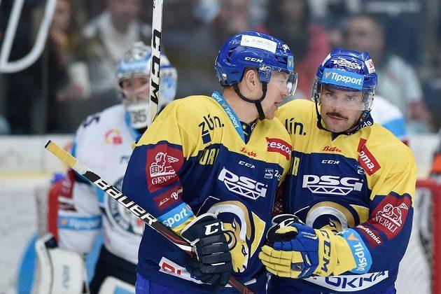 Zprava Zdeněk Okál a Pavel Kubiš ze Zlína se radují z gólu proti Liberci.