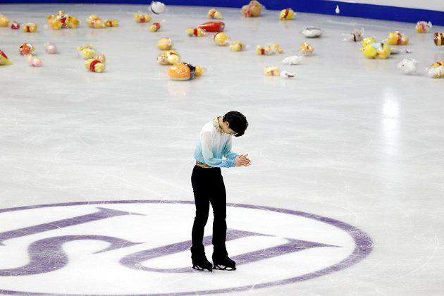 Ovace pro šampiona. Dvojnásobný olympijský šampion Juzuru Hanju předvedl na mistrovství čtyř kontinentů rekordní krátký program.
