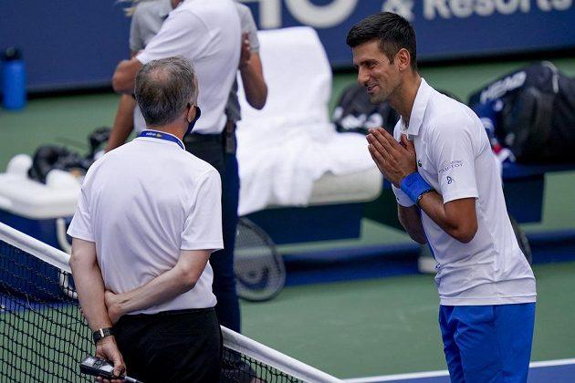 Nešťastný moment pro Novaka Djokoviče i čárovou rozhodčí