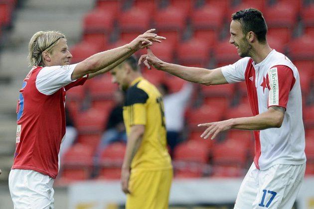 Tomáš Mičola ze Slavie (vlevo) se raduje z gólu v ligovém utkání proti Českým Budějovicím se svým spoluhráčem Janem Vošahlíkem.