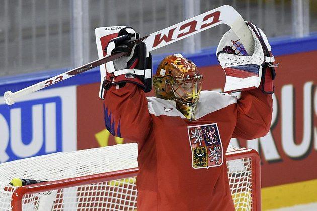 Český brankář David Rittich se raduje z vítězství a z prvního vychytaného utkání s čistým kontem v národním týmu.