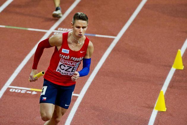 Český sprinter Pavel Maslák na posledním úseku štafety na HME v Praze.