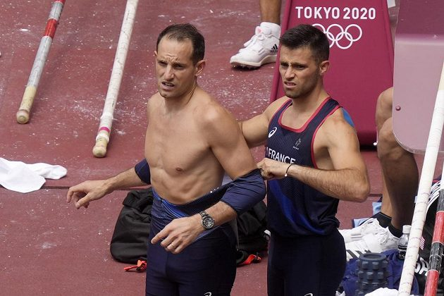 Francouzští bratři tyčkaři Renaud Lavillenie (vlevo) a Valentin Lavillenie