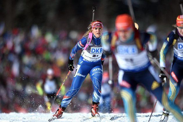 Gabriela Soukalová během stíhacího závodu v rámci světového poháru v biatlonu ve Vysočina Areně v Novém Městě na Moravě.