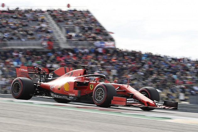 Pilot Ferrari Sebastian Vettel v kvalifikaci na závod Velké ceny USA F1.