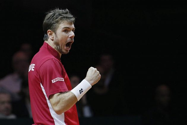 Stan Wawrinka ze Švýcarska se raduje po jedné z výměn v utkání proti Jo-Wilfriedovi Tsongovi.