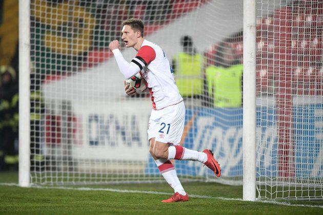 Slávista Milan Škoda se raduje z gólu proti Baníku.