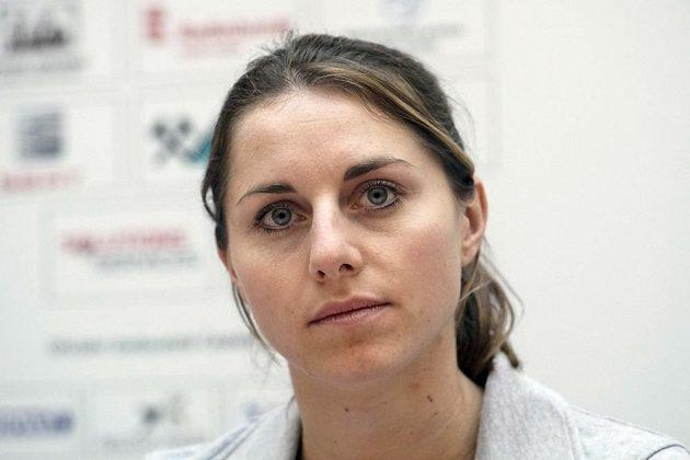 Vícebojařka Eliška Klučinová na tiskové konferenci k halovému mistrovství Evropy.