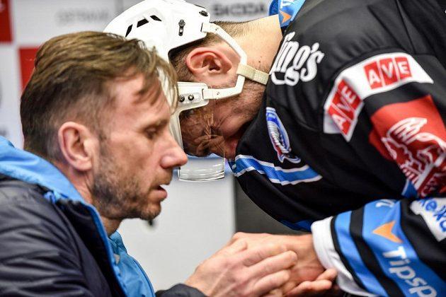 Bolestná grimasa Michala Moravčíka z Plzně po zlomenině zápěstí při utkání ve Vítkovicích.
