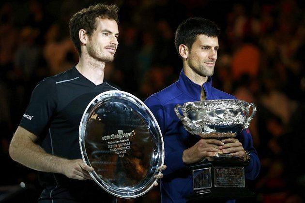 Novak Djokovič (vpravo) a Andy Murray po finále Australian Open.