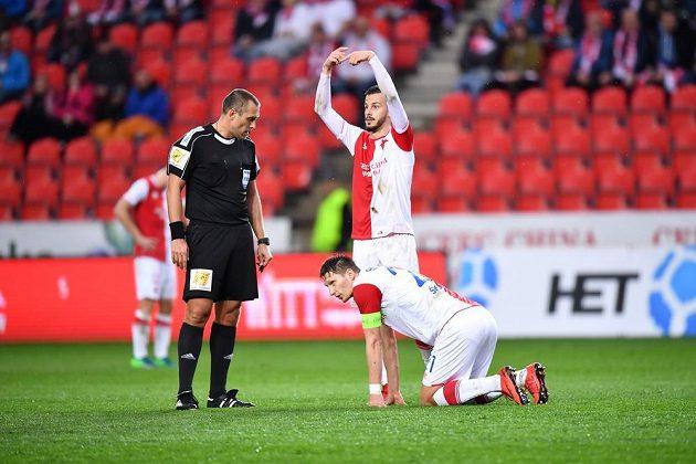 Slávista Milan Škoda na kolenou. Zranil se a proti Karviné nedohrál.
