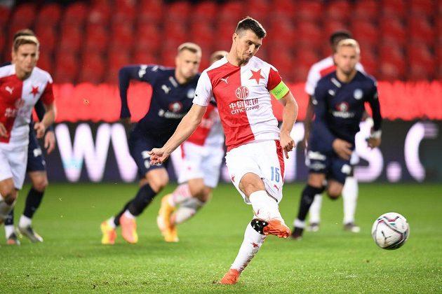 Ondřej Kúdela ze Slavie proměňuje penaltu v úvodu ligového utkání se Slováckem.