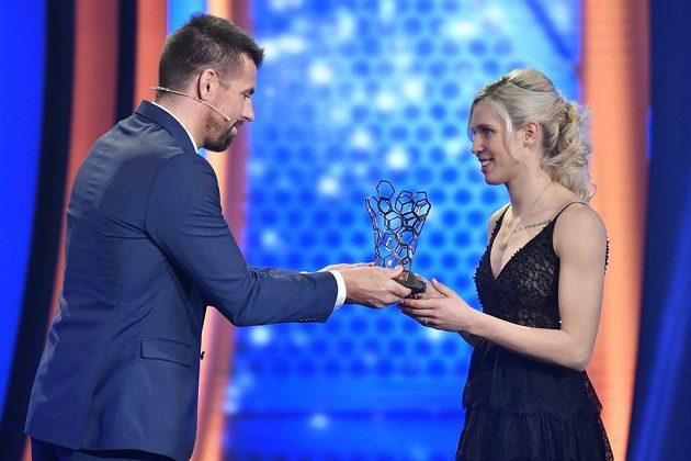 Kateřina Svitková ze Slavie byla vyhlášena Fotbalistkou roku v 54. ročníku ankety Fotbalista roku ČR. Cenu jí předal Milan Baroš