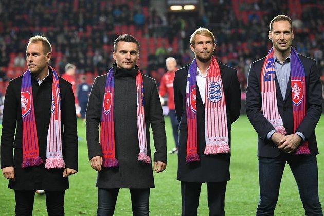Bývalé opory (zleva) Daniel Kolář, David Lafata, Jaroslav Plašil a Petr Čech se rozloučily s reprezentační kariérou před kvalifikačním duelem s Anglií v pražském Edenu.