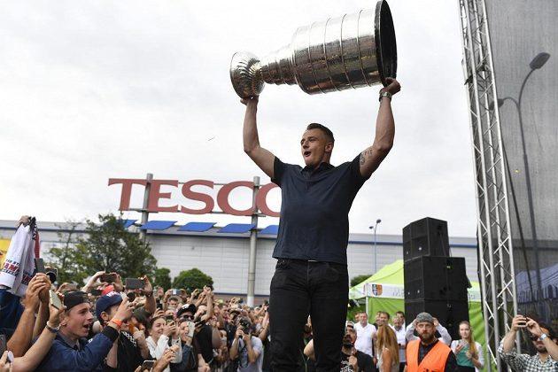 Fanoušci přivítali hokejistu týmu Washington Capitals Jakuba Vránu se Stanleyovým pohárem v Praze.