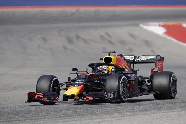 Jezdec týmu Red Bull Max Verstappen během kvalifikace na Velkou cenu USA F1.
