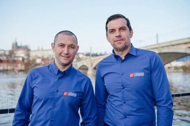 René Andrle (vlevo) a Pavel Padrnos, dva sportovní ředitele v barvách týmu Topforex Lapierre.