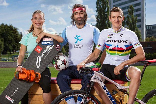 Patroni projektu Sportuj s námi. Zleva snowboardistka Eva Samková, herec a režisér Jakub Kohák a biker Jaroslav Kulhavý.