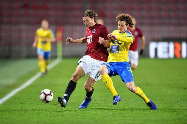 Zleva Matěj Pulkrab ze Sparty a Alex Král z Teplic v utkání 18. kola první ligy.