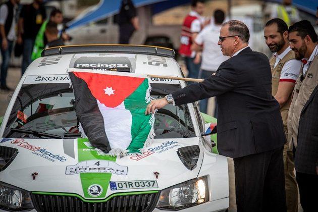 Vojtěch Štajf se Škodou Fabia R5 před startem Jordánské rallye.