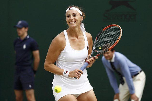 Kazašská tenistka Jaroslava Švedovová slaví vítězství nad Lucií Šafářovou.