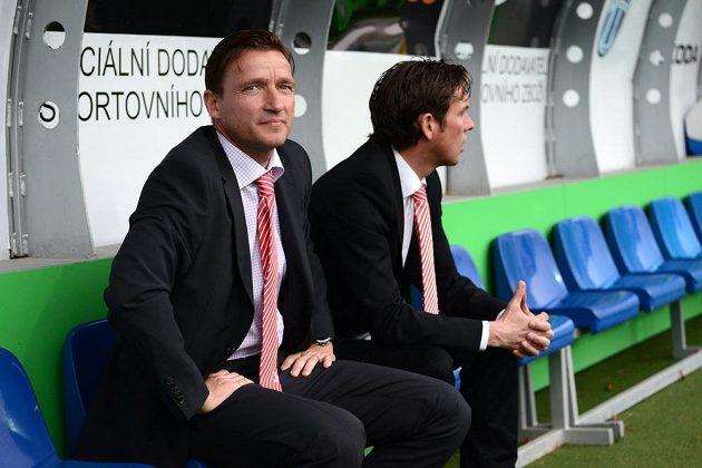 Nový asistent trenéra Slavie Praha Vladimír Šmicer (vlevo) a hlavní kouč Alex Pastoor před utkáním 22. kola Gambrinus ligy v Mladé Boleslavi.