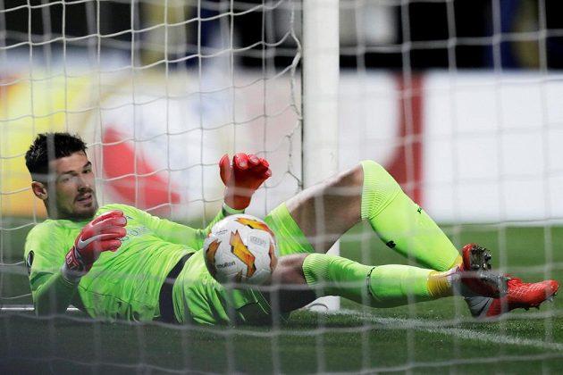 Brankář Dynama Kyjev Denys Bojko poté, co inkasoval gól.