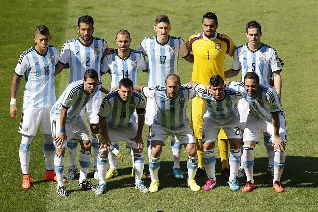 Týmová fotka Argentiny před zápasem MS proti Íránu.