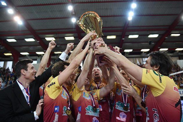 Volejbalisté Dukly Liberec slaví mistrovský titul.