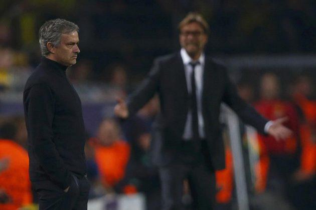 Trenér Borussie Jürgen Klopp (vpravo) považuje José Mourinha za svého přítele.