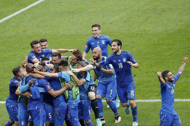 Fotbalisté Itálie se radují. Už vědí, že postupují přes Španělsko do čtvrtfinále evropského šampionátu.
