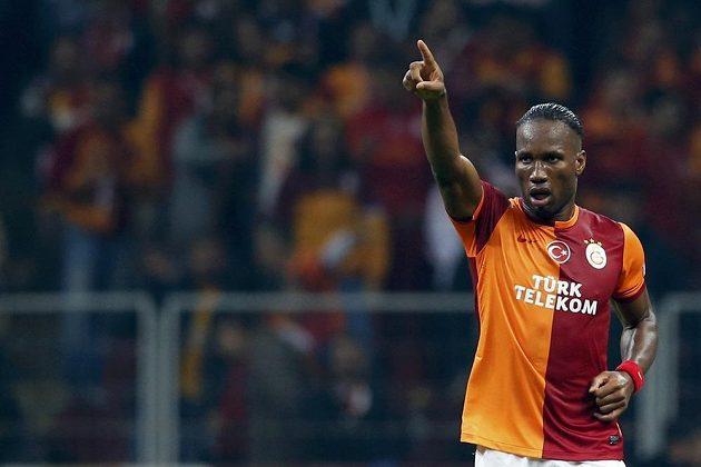 Útočník Galatasaraye Istanbul Didier Drogba se raduje z gólu proti Kodani.