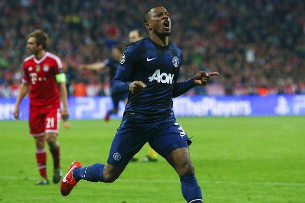 Obránce Manchesteru United Patrice Evra slaví vedoucí gól svého týmu v Allianz aréně proti Bayernu, Rudí ďáblové však nakonec na postup nedosáhli.