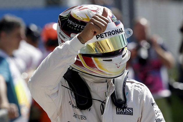 Spokojený Lewis Hamilton, do Velké ceny Itálie odstartuje z pole position.