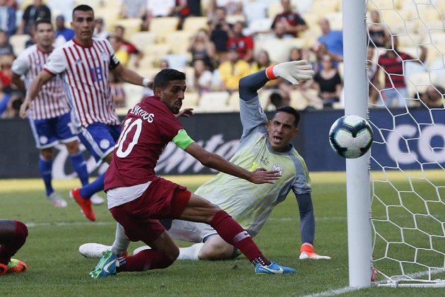 Fotbalisté Kataru prohrávali na turnaji Copa América s týmem Paraguaye už 0:2, nakonec ale dosáhli na remízu.
