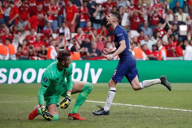 Jorginho z Chelsea poté, co překonal brankáře Liverpoolu Adriána.